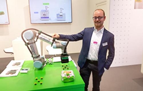 HLS COBOT WORLD zeigt Universal Robots UR5 und UR10 auf der automatica